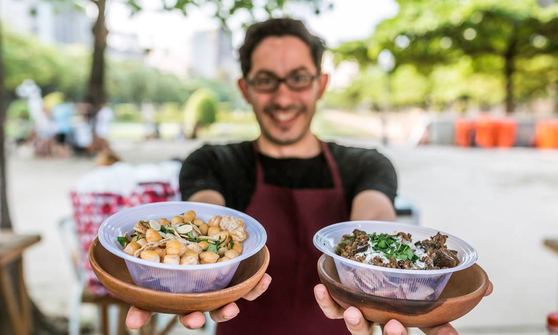 O Sim Sim Arábe levará o tradicional prato sírio Fatteh em duas versões com molho de iogurte, tahine e punhado de cheiro verde (R$15) Bel Acosta / Divulgação