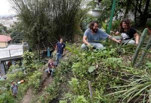 Na casa de Alice Worcman, em Santa Teresa, jovens dos coletivos Organicidade, Carpe e Cariru se reúnem Foto: Marcelo Carnaval