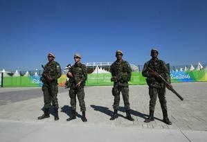 Governo Federal estuda manter Forças Armadas no Rio após eleições Foto: CI Extra / Agência O Globo