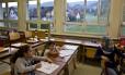 Desafio. Alunas de Iraque e Síria aprendem alemão em escola em Oberwinden: imigrantes encontram dificuldades para se integrar Foto: Muhammed Muheisen / AP/15-9-2016