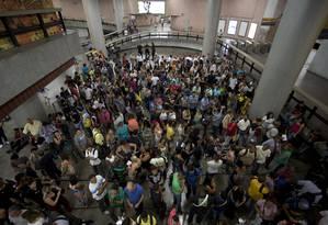 Feira de recrutamento no Rio: famílias tentam se adaptar ao cenário de crise e já são obrigadas a racionalizar o consumo de produtos Foto: Márcia Foletto / Márcia Foletto/6-4-2016
