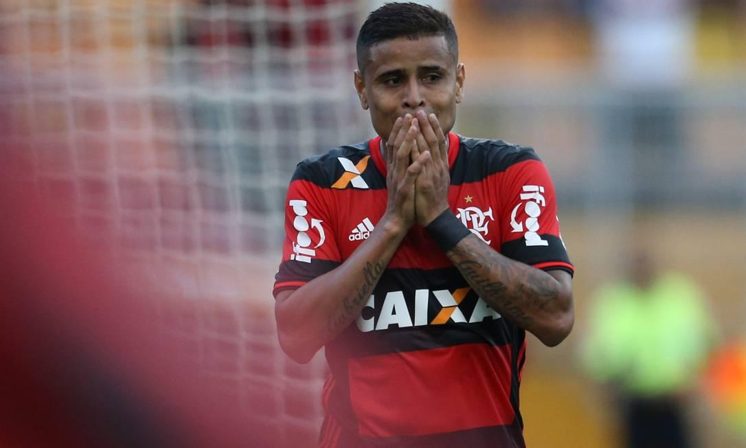 Éverton lamenta chance perdida pedrokirilos / Agência O Globo