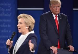 Em debate presidencial, Hillary Clinton e Donald Trumpse enfrentaram com série de acusações e ataques pessoais Foto: PAUL J. RICHARDS / AFP
