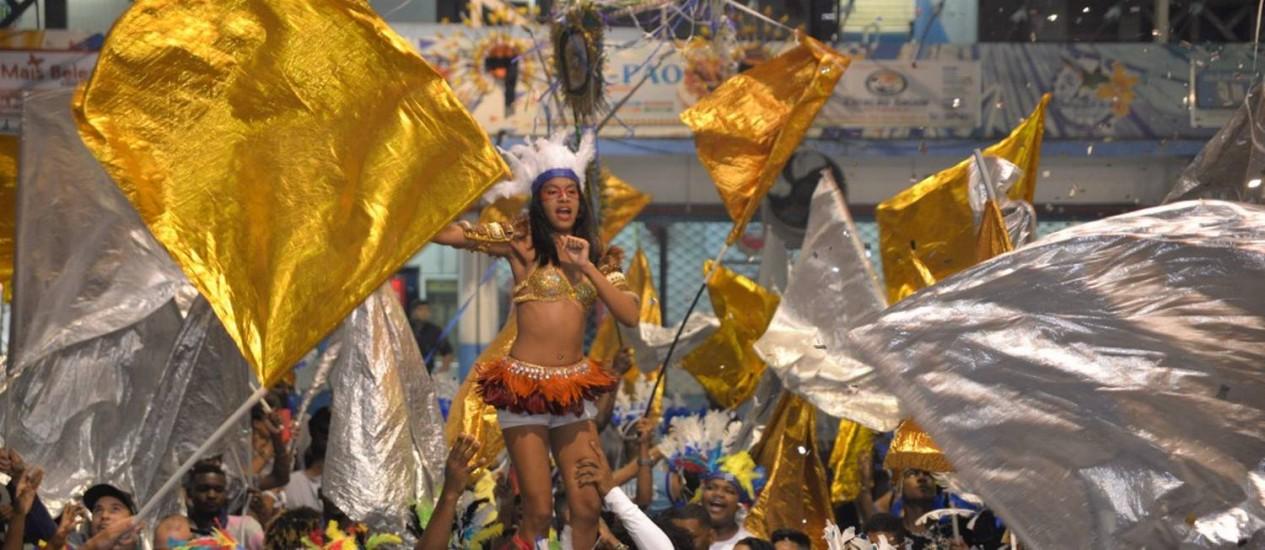 Torcedores na disputa de samba da Beija-Flor: escola será a última a escolher seu hino, no próximo dia 20 Foto: Divulgação/Beija-Flor