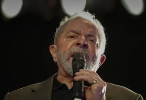 O ex-presidente Lula participa de ato da campanha de Jandira Feghali à prefeitura do Rio Foto: Domingos Peixoto/Agência O Globo