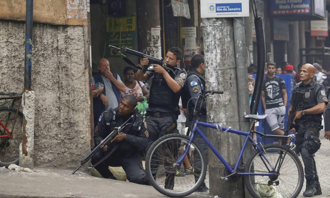 Tiroteio no Pavão-Pavãozinho assusta moradores da região Foto: Gabriel de Paiva / Agência O Globo
