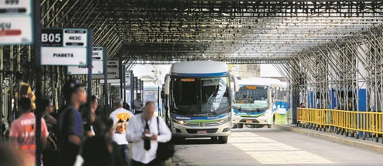 O Terminal Rodoviário Américo Fontenelle, na Central do Brasil: espaço concedido pelo estado em 2012 já deveria ter sido reconstruído Foto: Gabriel de Paiva