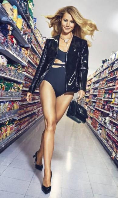 """Em entrevista à publicação, Gwyneth admitiu que a fama subiu à cabeça em determinado momento da carreira: """"Eu tinha talvez 27 anos e estava no auge do meu estrelato no cinema - isso foi na época do Oscar (ela venceu a categoria de melhor atriz pelo filme """"Shakespeare apaixonado, em 1999). Eu estava acreditando muito no meu hype, como não?"""" Divulgação / Harper´s Bazaar"""