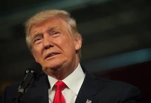 No debate de domingo, Donald Trump tentou abafar o tom das críticas às suas declarações machistas sobre uma atriz Foto: JEFF SWENSEN / AFP