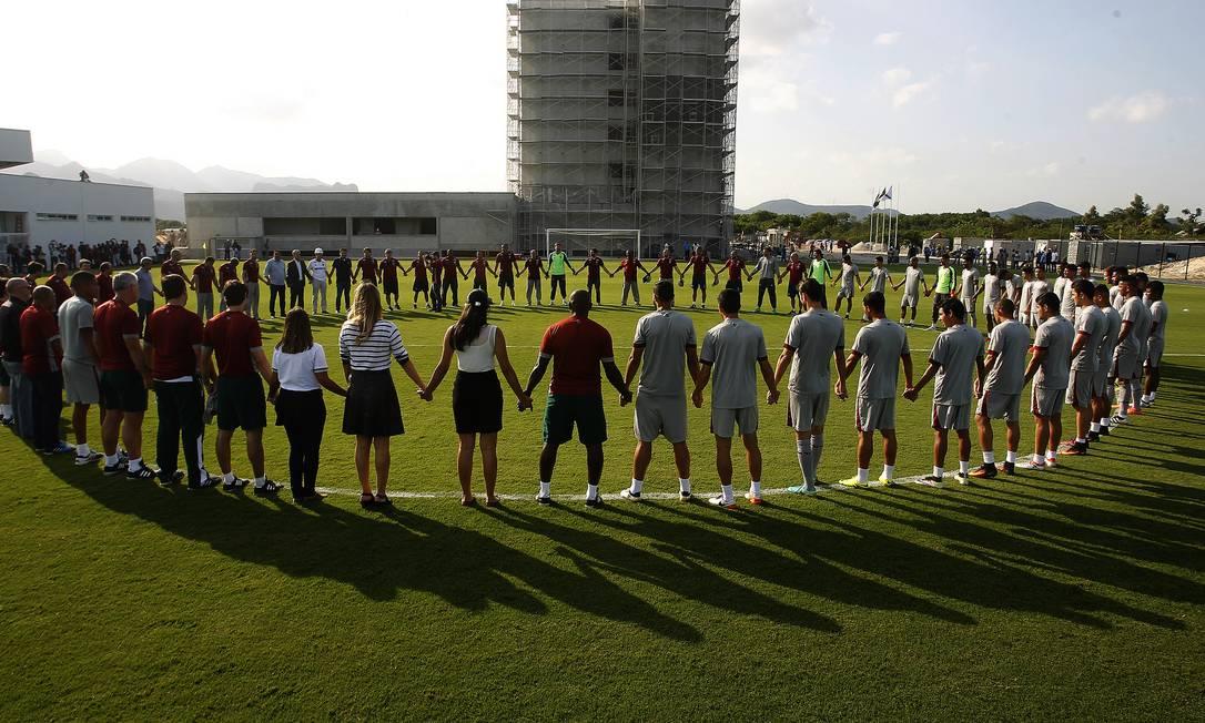 Oração marcou o primeiro treino do Fluminense no seu novo CT Nelson Perez/Divulgação Fluminense