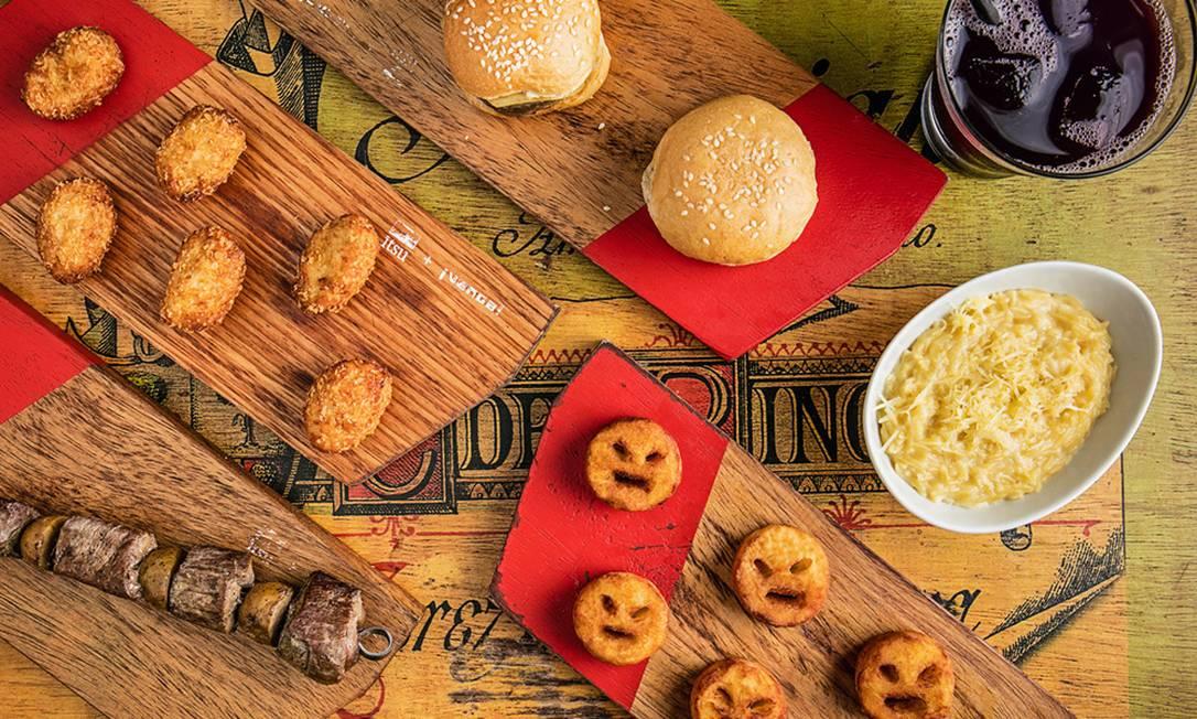 O Menu Para Los Niños do O Venga! tem cinco opções. Entre elas, as batatas bravinhas (R$ 18), que são uma versão das batatas smile; macaroni e chease (R$ 22), e mini hamburguesa de solomillo (R$ 18) Tomas Rangel / Divulgação