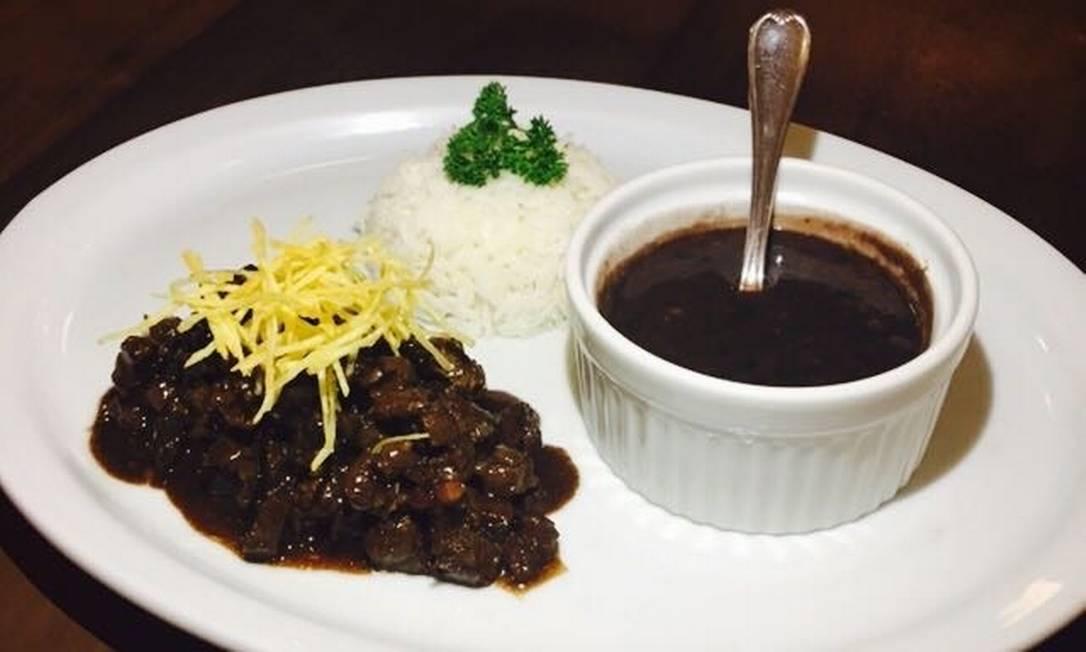 Na CT Brasserie e na CT Boucherie, o Picadinho do Batista (R$ 42) vem acompanhado de arroz, feijão e batata palha Divulgação / Divulgação