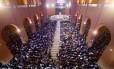 Fiéis lotam a Basília de Aparecida em São Paulo para missa na manhã desta quarta-feira