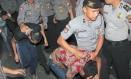 Adolescentes são presos por estupro de menor na Indonésia Foto: AFP