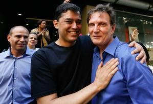 O candidato a prefeito do Rio Marcelo Crivella recebe apoio de Indio da Costa Foto: Pablo Jacob / O Globo