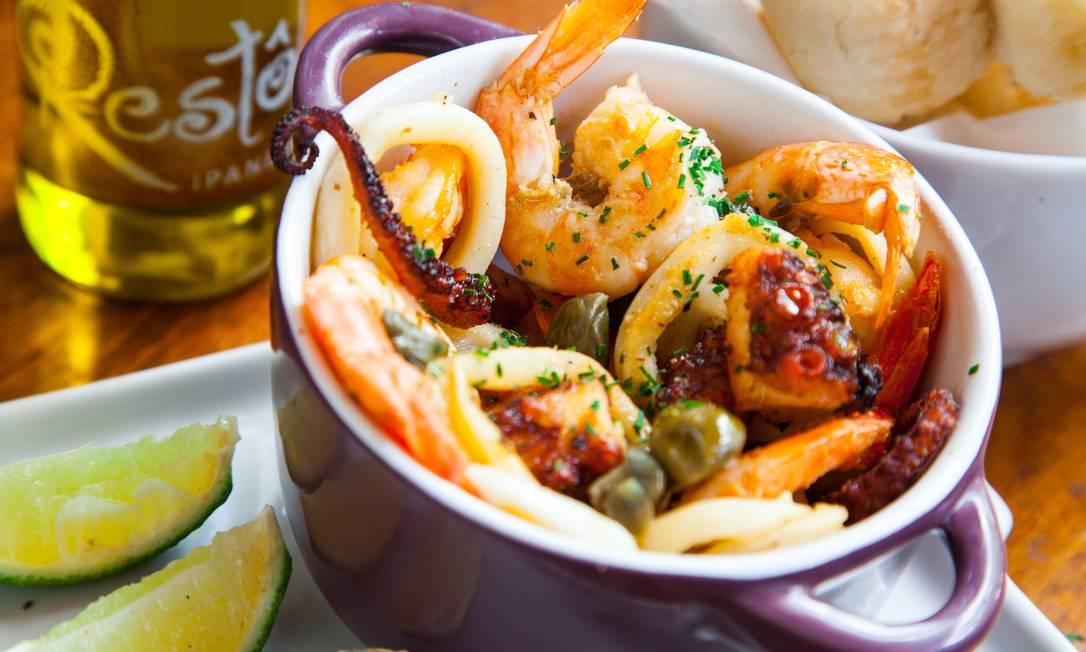 A Petiscada de Frutos do Mar, do Restô, é servida com lula, polvo e camarão, acompanhada de baguete fatiada (R$39) Luis Ernestro Riedlinger / Divulgação