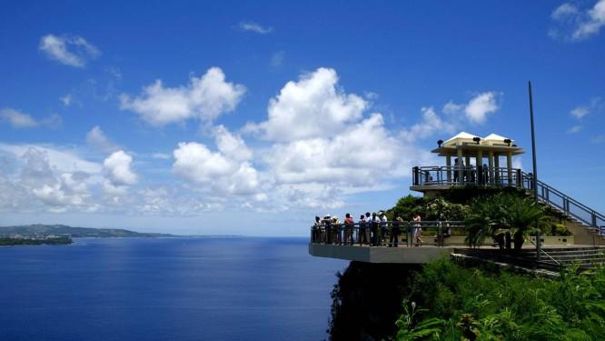 O mirante Two Lovers Point, em Guam, remete ao 'Romeu e Julieta' local e tem vista para o Pacífico Foto: Guam Visitors Bureau / Divulgação