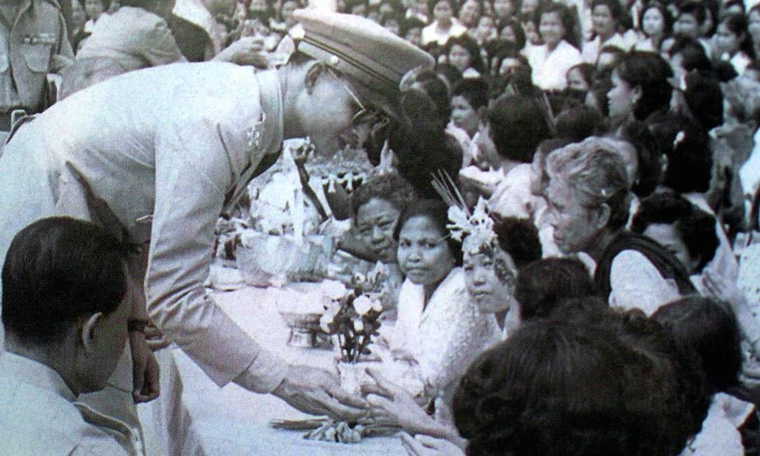 Símbolo da unidade, o monarca teve o culto alimentado por sete décadas na Tailândia Foto: STR / AFP