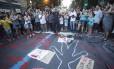 Grupo fez protesto na Rua São Clemente, após enterro de ciclista atropelada
