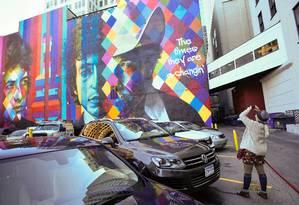 Mural de Bob Dylan pintado pelo artista brasileiro Eduardo Kobra, em Minneapolis, Estados Unidos Foto: Craig Lassig / REUTERS