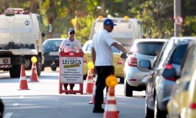 Multa para quem for pego dirigindo embriagado ficará mais cara em novembro Foto: Pedro Kirilos / Agência O Globo