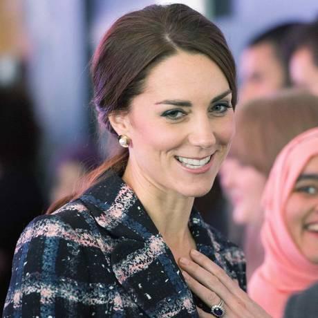 Duquesa de Cambridge, Kate Middleton conversa em visita a Manchester Foto: POOL / REUTERS