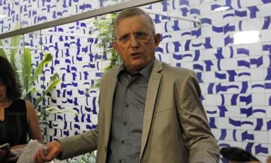 O relator da PEC do teto, deputado Darcísio Perondi (PMDB-RS) durante entrevista Foto: Givaldo Barbosa / O Globo