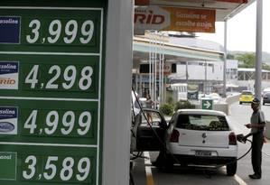 Diferença pequena. Se reduções forem integralmente repassadas às distribuidoras, Petrobras estima que preços de gasolina e diesel para o consumidor recuem em R$ 0,05 Foto: Domingos Peixoto