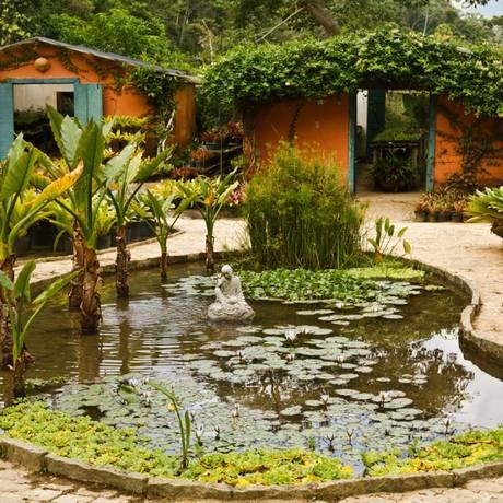 Lugar é cercado por lagos, estufas e por uma extensa produção de bromélias, árvores nativas e plantas ornamentais Foto: Divulgação