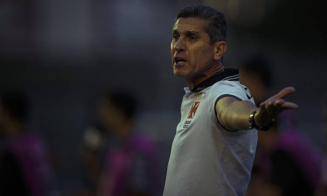 O técnico Jorginho esbraveja em São Januário: derrota do Vasco para o CRB em casa Daniel Marenco / Agência O Globo