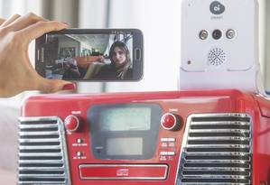 Pelo celular. Aplicativo da Oi permitirá ao cliente monitorar ambientes da casa e ligar e desligar eletrodomésticos Foto: ANTONIO SCORZA / ANTONIO SCORZA