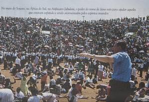 Livro lançado em 2002 mostra imagens de ritual da Igreja Universal na África Foto: Agência O Globo