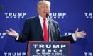 Tática sem efeito. Reação de Donald Trump às acusações de assédio não tem convencido o eleitorado Foto: MARY SCHWALM/AFP