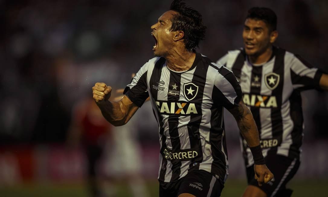 Dudu Cearense explode de alegria com o gol aos 45 minutos do 2º tempo que marcou para determinar a vitória do Botafogo por 3 a 2 sobre o Atlético-MG Daniel Marenco / Agência O Globo