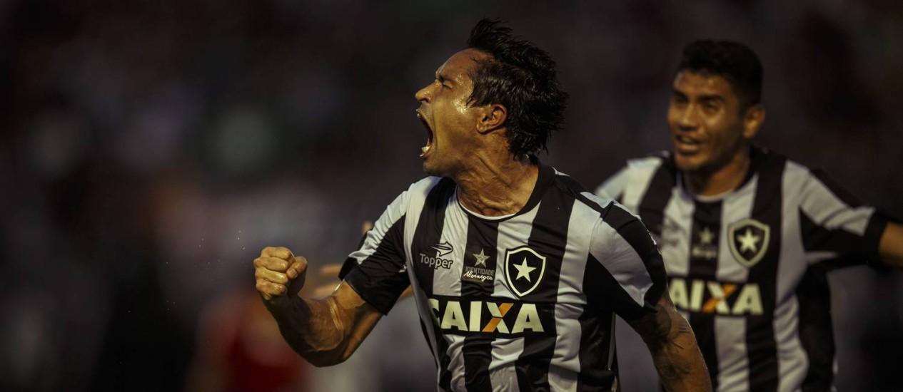 Dudu Cearense explode de alegria com o gol aos 45 minutos do 2º tempo que marcou para determinar a vitória do Botafogo por 3 a 2 sobre o Atlético-MG Foto: Daniel Marenco / Agência O Globo