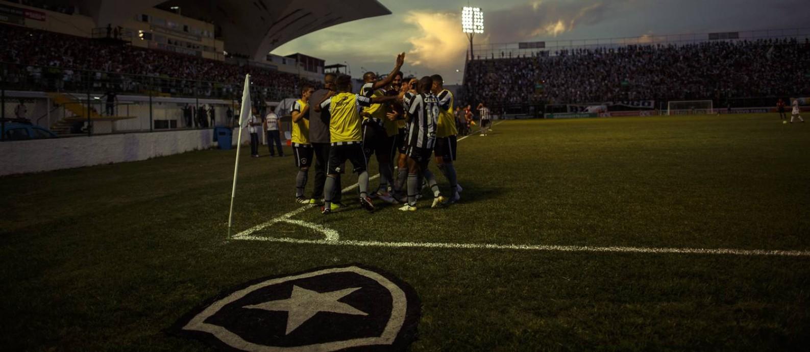 Flamengo acerta uso de estádio na Ilha no Governador que tem sido a ... 7ce0dd7cb0d75