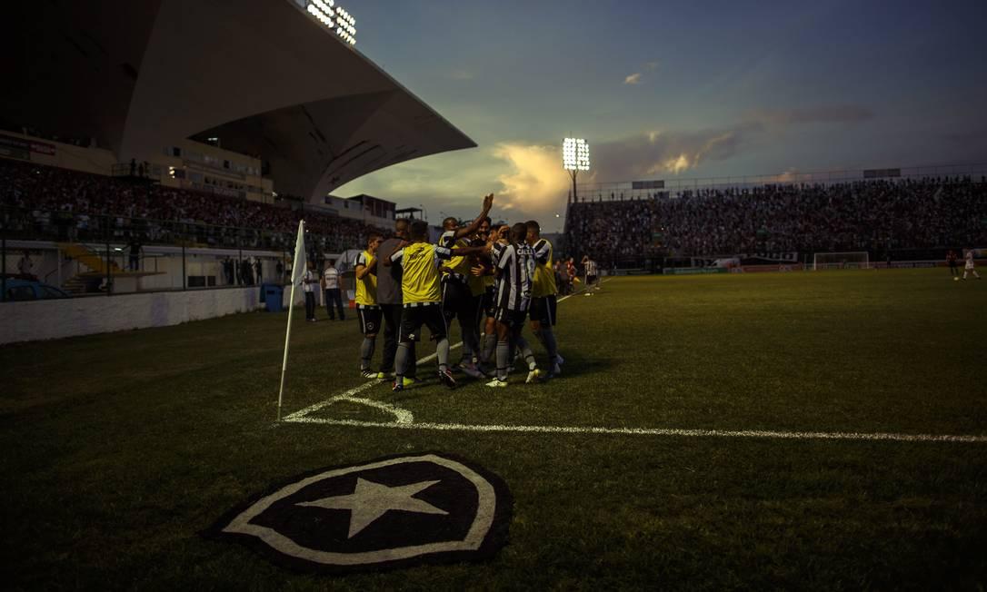Com céu lindo e estádio cheio, a festa do Botafogo no Luso-Brasileiro, estádio onde o time tem sido muito feliz no Brasileiro Daniel Marenco / Agencia O Globo / Agência O Globo