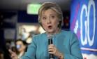 Candidata presidencial democrata, Hillary Clinton discursa para voluntários em um escritório da campanha em Seattle Foto: Andrew Harnik / AP