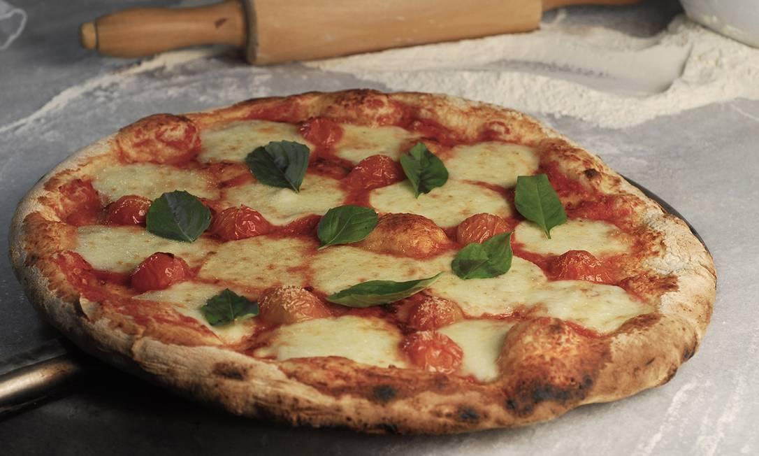 Capricciosa. A mais pedida é a Margherita Gourmet, servida com mozzarella de búfala artesanal, tomate italiano, lascas de parmigiano e basílico  / Divulgação