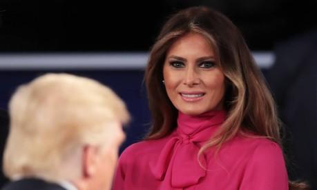 Melania sorri para o marido, Donald Trump, durante debate presidencial na Universidade de Washington, no último dia 9 Foto: SCOTT OLSON / AFP