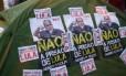 Militantes pró-PT em vigília na frente da casa de Lula, em São Bernardo, após vazamento de suposta prisão do ex-presidente