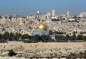 Jerusalém Oriental abriga a Esplanada das Mesquitas, local santo para árabes e judeus, que chamam o local como Monte do Templo Foto: WIKIPEDIA
