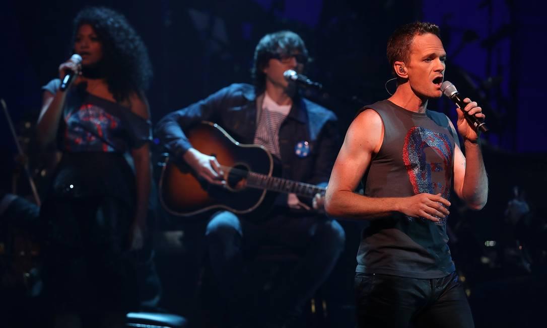 Neil Patrick Harris cantou no palco do St. James Theatre JUSTIN SULLIVAN / AFP