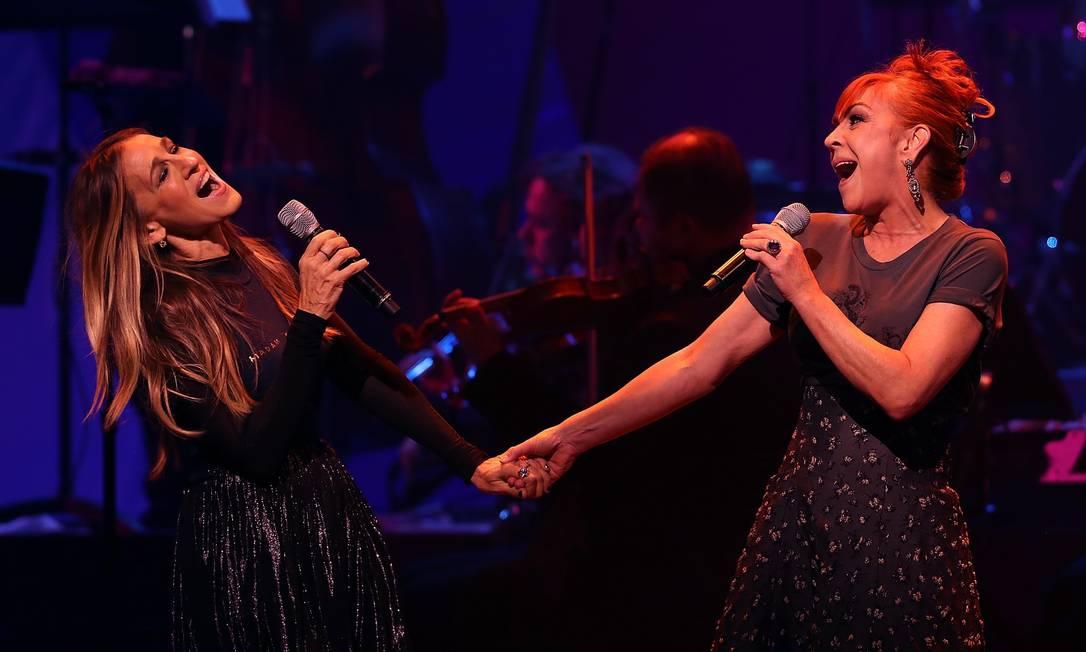 Depois, Sarah Jessica Parker e Andrea McArdle cantaram 'Tomorrow', do musical 'Annie' JUSTIN SULLIVAN / AFP