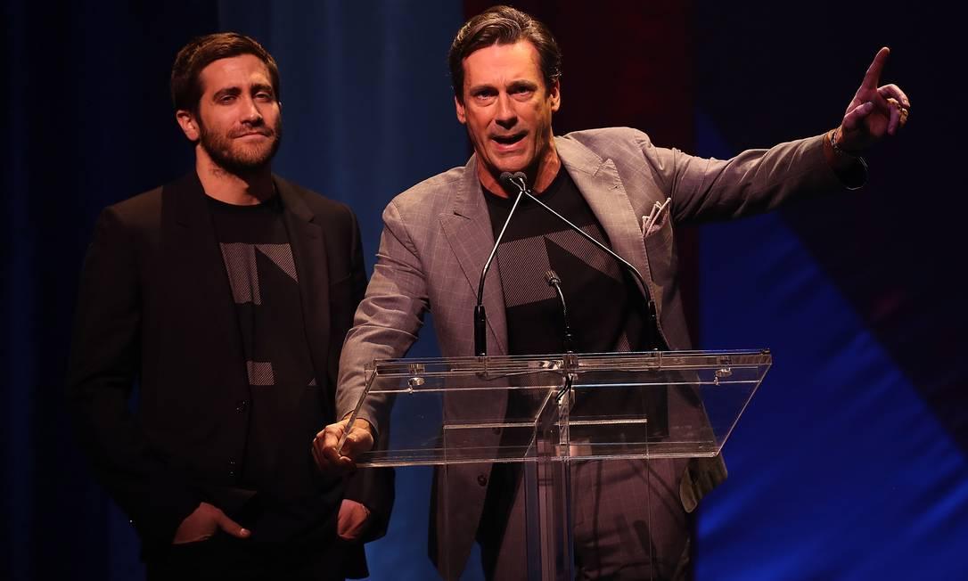 Jake Gyllenhaal e Jon Hamm discursaram JUSTIN SULLIVAN / AFP