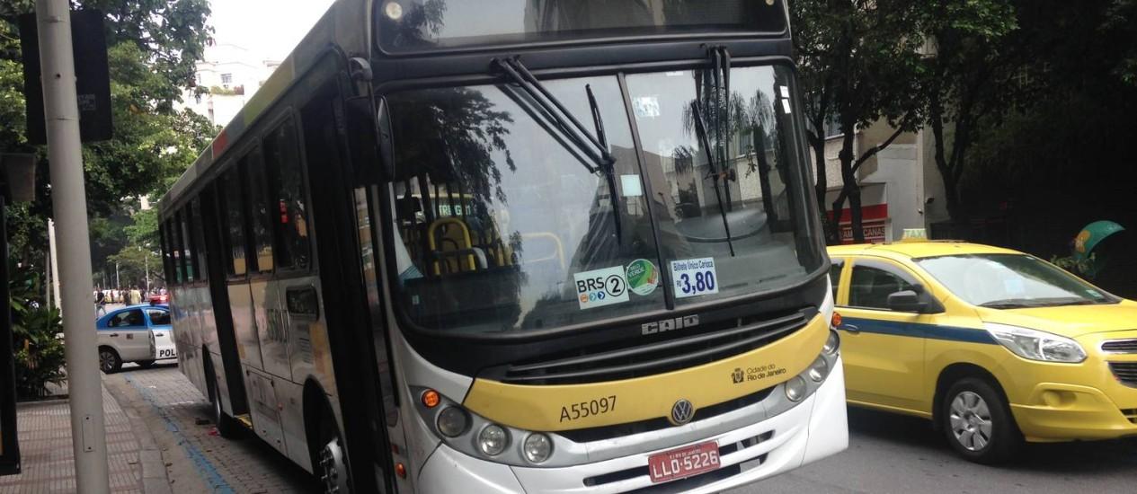 Ônibus que atropelou uma mulher na Voluntários da Pátria Foto: Natalia Boere