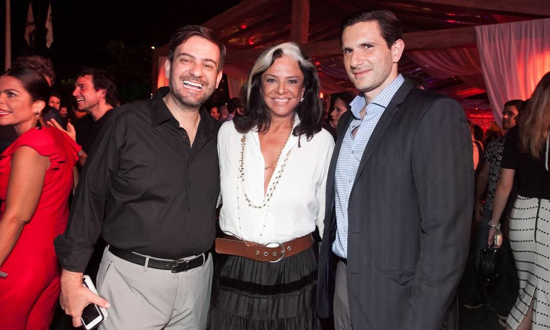 Bruno Astuto, Bethy Lagardère e Frederic Zoghaib Kachar, diretor-geral da Infoglobo e Editora Globo Reginaldo Teixeira e Cézar França