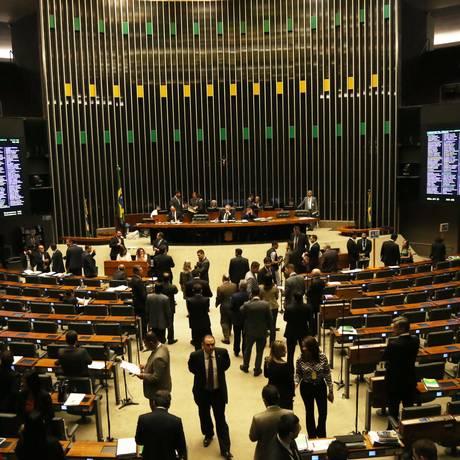 Sessão da Câmara na terça-feira: nesta quarta, prisão de Eduardo Cunha levou à suspensão dos trabalhos Foto: Ailton de Freitas / Agência O Globo