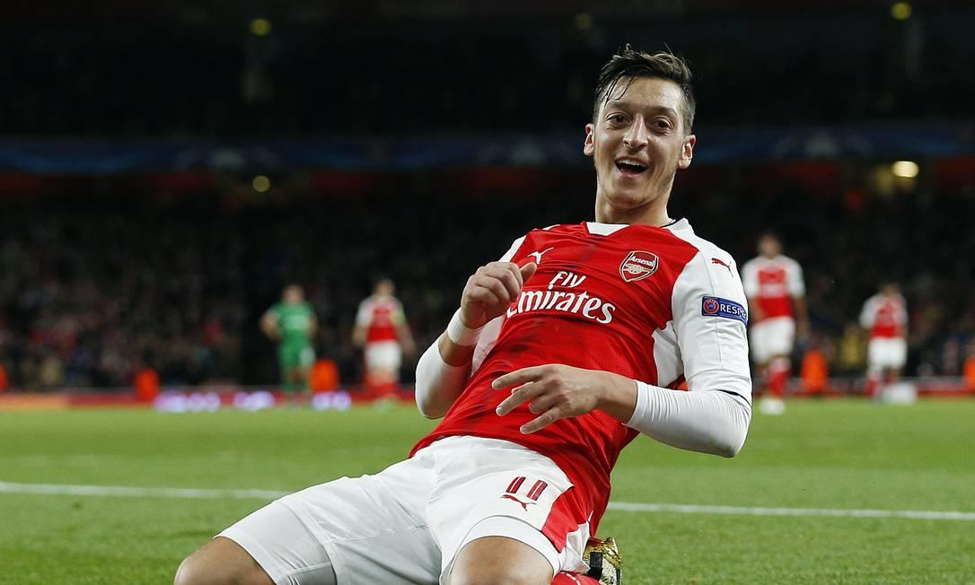 O alemão Özil fez três nos 6 a 0 do Arsenal sobre o Ludogorets Andrew Couldridge / REUTERS