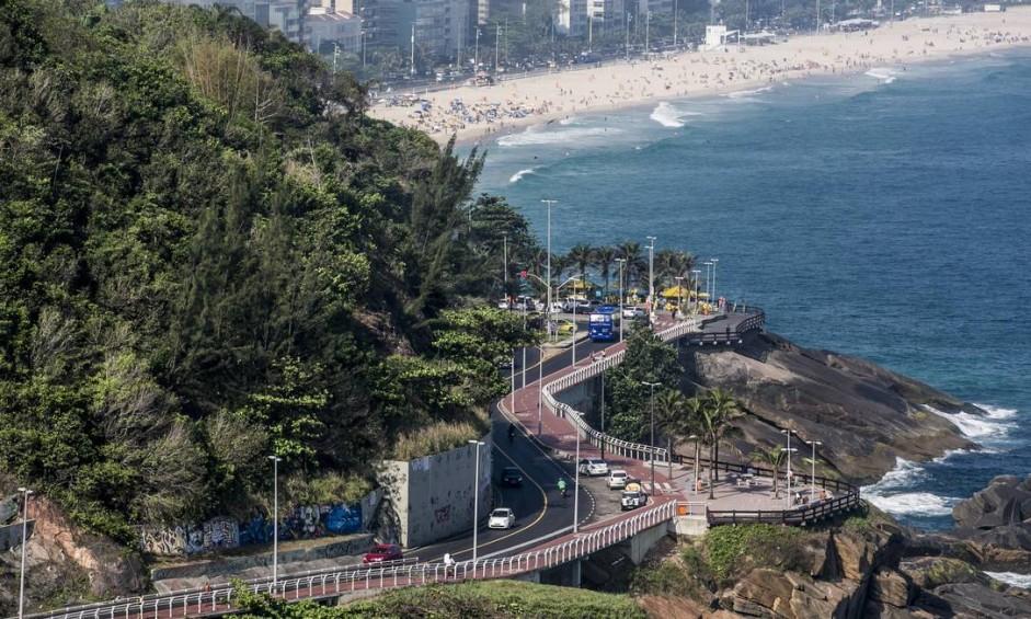 A Avenida Niemeyer hoje, com a Ciclovia Tim Maia, na altura da Praia do Vidigal Foto: Guito Moreto / Agência O Globo